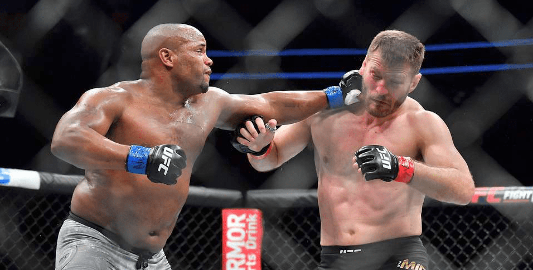 UFC – Daniel Cormier to Stipe Miocic: Sign the Contract!